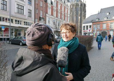 Februar 2020: Unsere Taktung ist nicht mehr so immens hoch, doch wir bleiben konstant dran. Hier im Interview unsere Almuth und die WDR-Sendung Quarks. Wir sind bundesweit vernetzt und beraten andere Radentscheide in der Gründung.